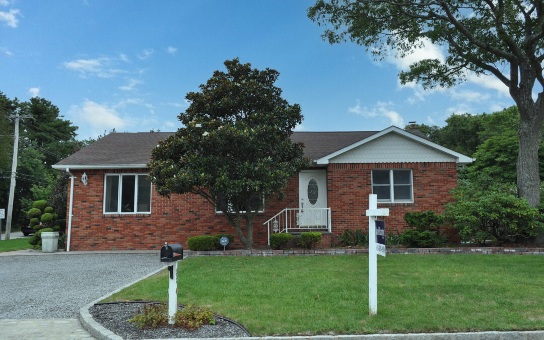 Just Listed! 83 Meadowmere Avenue, Mastic